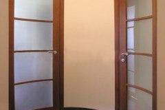Гнутое стекло на  дверях